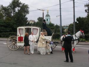 Свадебный конный экипаж и белая карета