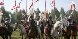 Лошади и всадники в костюмах