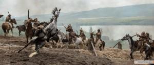 Лошадь и каскадер на съемках делают завал